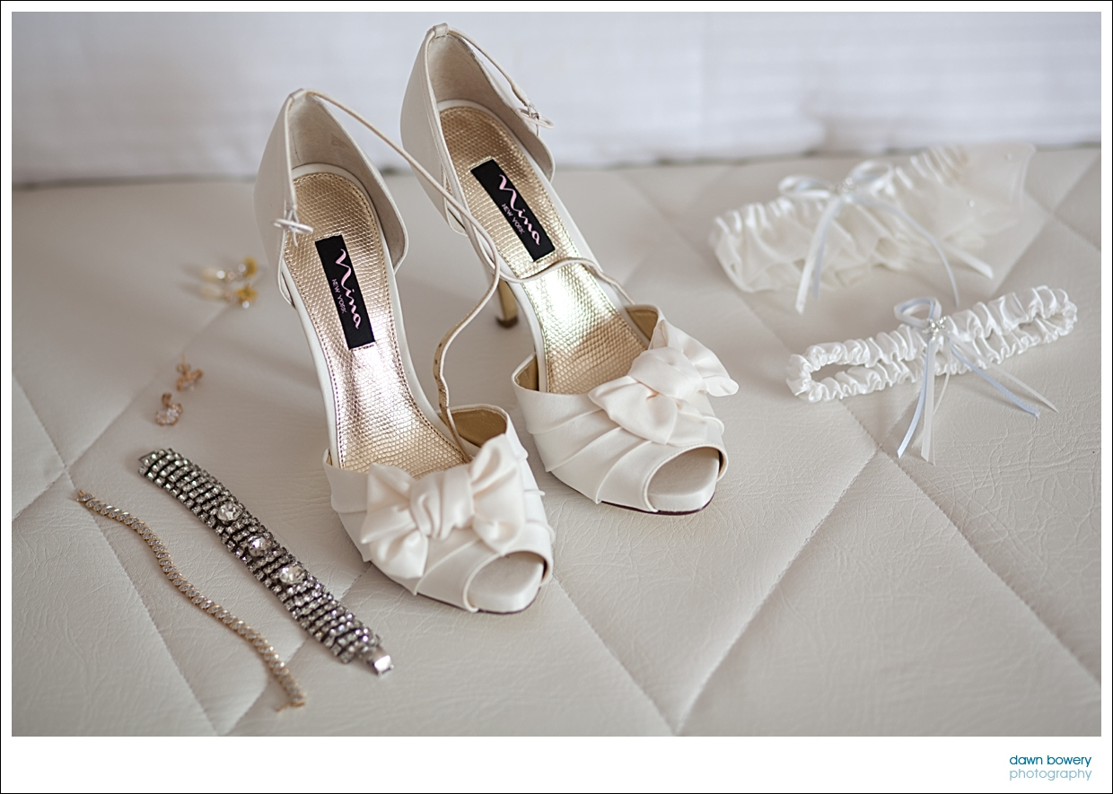 destination wedding photographer shoes jewellary