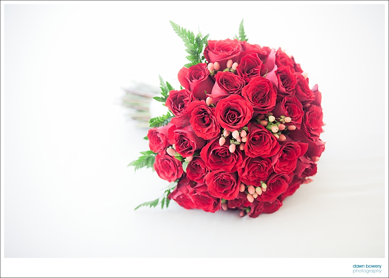 destination wedding photographer bouquet roses